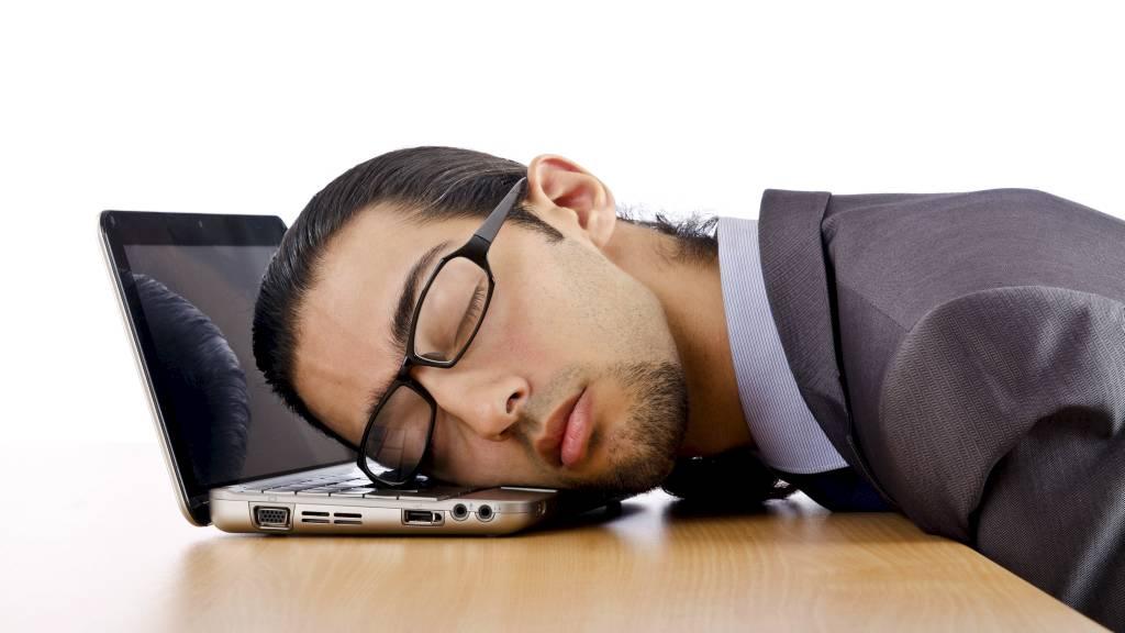LITE SØVN: Pleier du å sove mindre enn fem og en halv time per natt? Da står du i fare for å legge på deg, ifølge forskere fra Boston. (Foto: Illustrasjonsbilde / Colourbox/)