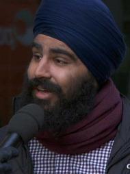 Sundeep Singh er leder i Unge Siker, og vil få folk til å gå med turban på lørdag.  (Foto: God morgen Norge)