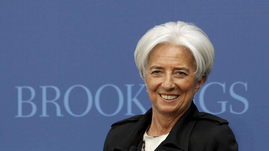 GRUNN TIL Å SMILE:  IMF-leder Christine Lagarde Håper å styrke fondet med 400 milliarder dollar. Nå få hun låne 60 milliarder dollar fra Japan.  (Foto: KEVIN LAMARQUE/Reuters)