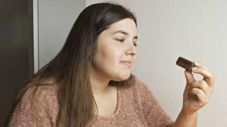 FRISTELSER: Ny forskning viser at en lang rekke psykologiske faktorer, i samspill med omgivelsene våre, påvirker hva vi spiser i langt større grad enn de fleste tror. (Foto: Illustrasjonsbilde / Colourbox/)