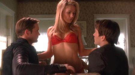 SEXY: Sookie klarer ikke å velge mellom vampyrene Eric og Bill i serien True Blood. (Foto: PLANET PHOTOS)