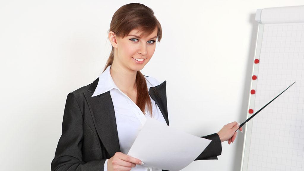 UATTRAKTIVE: Kvinner som anser seg selv som mindre attraktive, fokuserer i større grad på karrieren. (Illustrasjonsfoto). (Foto: Colourbox)