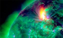 Slik så smellen på solen 19. januar ut fra GOES-15 satellitten. (Foto: NASA / SDO)