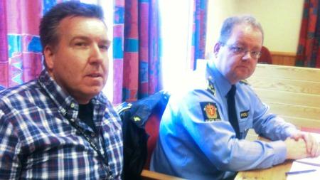 Politiadvokat Henning Klauseie (t.h.) og politioverbetjent Roger Næss.   (Foto: Harald B. Jacobsen/TV 2)