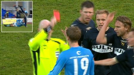 Vegard Aanestads takling fikk Stabæk-spillerne til å rase. (Foto: TV 2.)