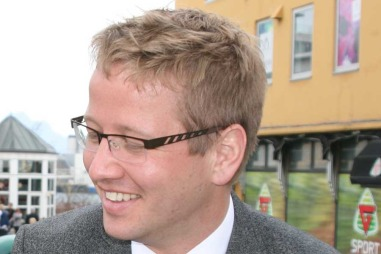 Fastlege Stian Holmvik stiller til nettprat. (Foto: Privat)