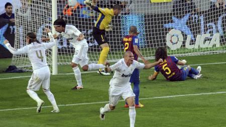 REKORD: Sami Khedira scoret kampens første mål og sørget dermed at Real Madrid satte scoringsrekord. (Foto: SERGIO CARMONA/Reuters)