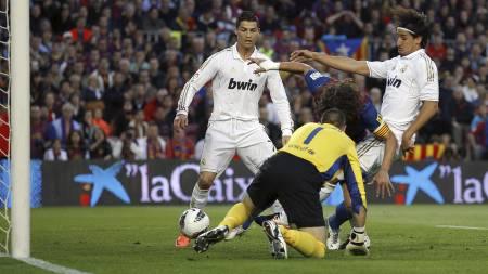 Sami Khedira scorer for Real mot Barcelona. (Foto: Daniel Ochoa de Olza/Ap)