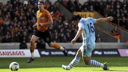 KLINISK I AVSLUTNINGSØYEBLIKKET: Sergio Agüero setter inn 1-0 for Manchester City. (Foto: Nigel French/Pa Photos)