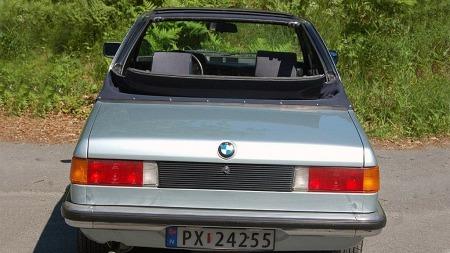 Til en åpen bil å være er Baur TC1 konstruert med færrest mulig bevegelige deler. Bakre del av taket foldes bakover på vanlig cabriolet-vis, men med kun ett fast