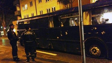 STANSET: Her er fyllekjøreren stanset av politiets spikermatter i Mysen sentrum. (Foto: Glenn Thomas Nilsen  )
