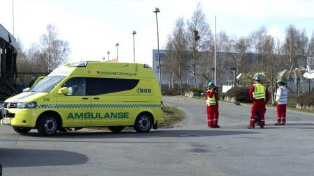 STORE STYRKAR: vart sendt til området etter meldinga om eksplosjon på Mills-fabrkken.  (Foto: Scanpix)