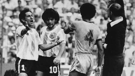 SJOKK 15: Maradona-kompisene Osvaldo Ardiles og Ricky Villa gikk begge til Tottenham etter at de hadde vunnet VM med Argentina i 1978. (Foto: AP Photo/Ap)