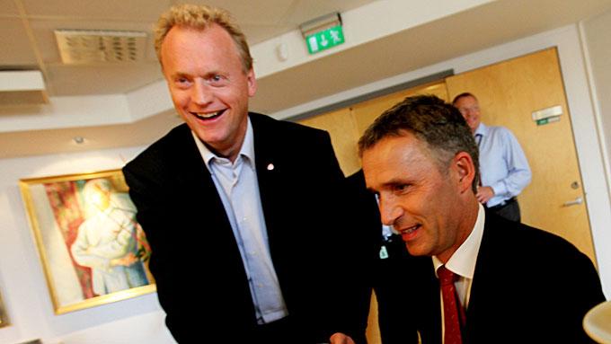SKREMMER MED FRP: Partisekretær Raymond Johansen (Ap) og statsmminister Jens Stoltenberg bruker Frp for å skremme borgerlige velgere. (Foto: SCANPIX)