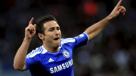 KLUBBEHELT: Frank Lampard har gledet Chelsea-fansen med utallige mål i sin lange karriere. Nå vil 33-åringen gjøre som Paul Scholes og Ryan Giggs. (Foto: EDDIE KEOGH/Reuters)