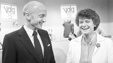 Gro Harlem Brundtand (Ap) og Kåre Wiloch (H) under valgkampen 1981. (Foto: SCANPIX)