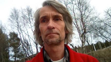 TIDLIGERE DYKKER: Jarl Nygård var dykker fra 1985 til 1994. Han sier det er mange dykkere som trenger gule lapper for å huske ting.  (Foto: Privat)