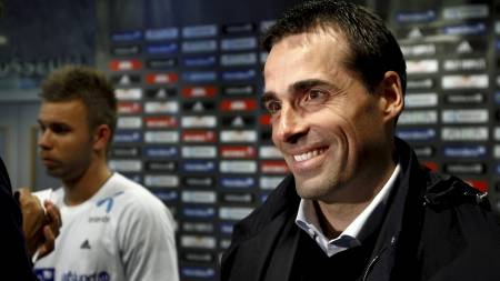 SLAPP MED SKREKKEN: Vålerenga-trener Martin Andresen kunne smile etter å ha dratt i land tre poeng. Mye takket være spissen Marcus Pedersen. (Foto: Aas, Erlend/NTB scanpix)