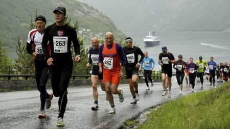 Nibbedobbelen   og Nibbeløpet i Geiranger er kanskje Norges hardeste motbakkeløp. Her   fra løpet i 2010. (Foto: Knut Arild Maråk/)