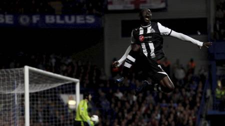 Newcastle Uniteds Papiss Cisse feirer etter scoring mot Chelsea. (Foto: STEFAN WERMUTH/Reuters)