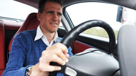 Bak rattet i SLR - ikke lett å slappe av i en bil med bakhjulstrekk, 626 hk og en prisplass på over 5,4 millioner kroner.