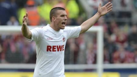 Lukas Podolski for Köln i kampen mot Bayern. Köln rykket ned. (Foto: CHRISTOF STACHE/Afp)