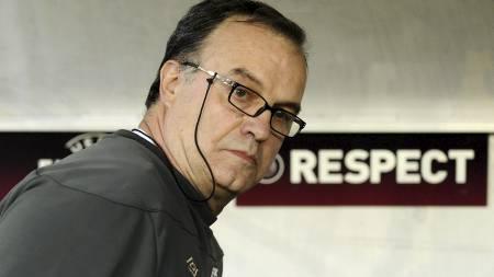 «EL LOCO»: Marcelo Bielsa går sine egne veier - men krever respekt.   (Foto: FRANCISCO LEONG/Afp)