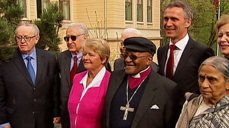 «THE ELDERS»: Gro på besøk hos statsminister Jens Stoltenberg med internasjonale politikerkolleger.  (Foto: Aage Aune/TV 2)