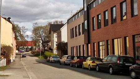 HAMAR: Det var i denne gaten i Hamar at Torhild Fjeldstad ble meid ned av ungdommer natt til skjærtorsdag. (Foto: Harald Bjørnson Jacobsen/TV 2)