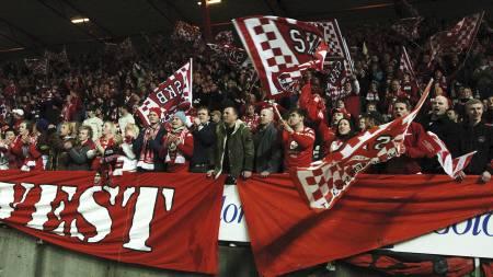 LIV OG RØRE: Brann-fansen er kjent for å lage stor stemning, men 16. mai blir det neppe utsolgt på Brann Stadion. (Foto: Hommedal, Marit/NTB scanpix)