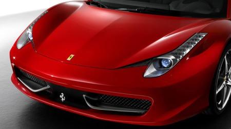 Ikke mye å utsette på frontdesignet heller, gitt! Dette er klassisk Ferrari. Morten Gamst Pedersen valgte imidlertid å kjøpe den i hvitt, i stedet for den tradisjonelle rødfargen.
