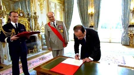 Hollande innsettes (Foto: APTN)