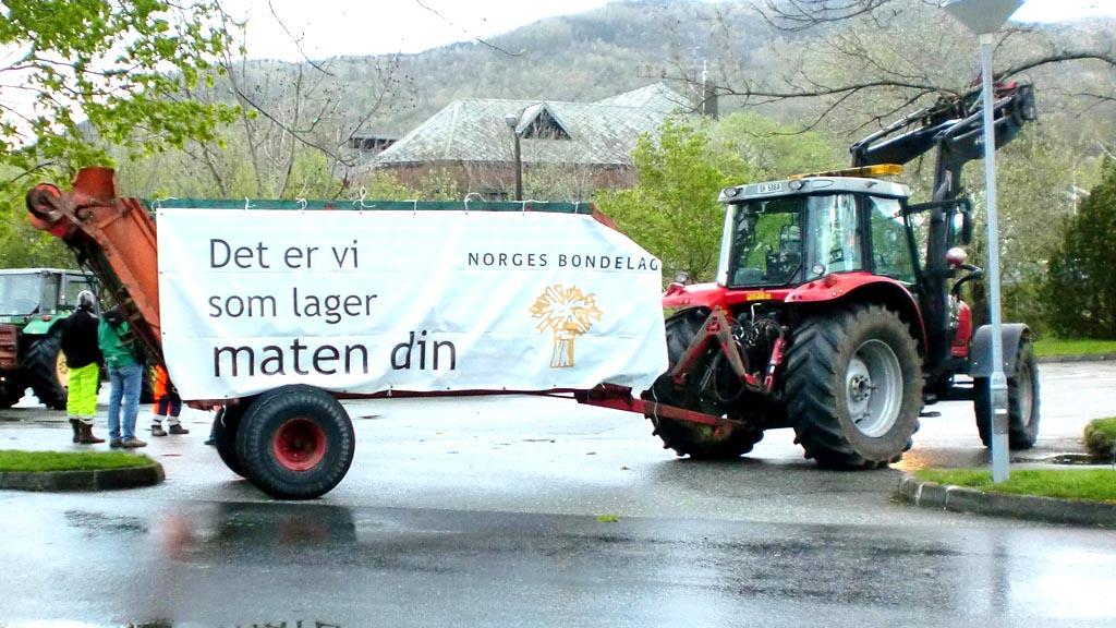 AKSJONERER: Bøndene raser mot tilbudet fra staten i årets jordbruksoppgjør. (Foto: Kjetil Mehl)