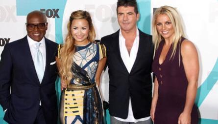 DOMMERNE: Dommerpanelet i årets X-Faktor i USA består av LA Reid, Demi Lovato, Simon Cowell og Britney Spears.