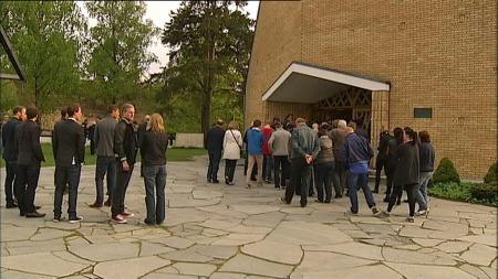 Jar kirke var fullsatt til minnestund for Tor-Marius Gromstad. (Foto: TV 2)