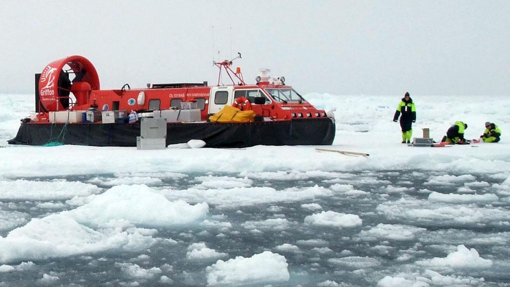 Luftputebåten Sabvabaa kan nå en topphastighet på 35 knop. (Foto: Nansensenteret)