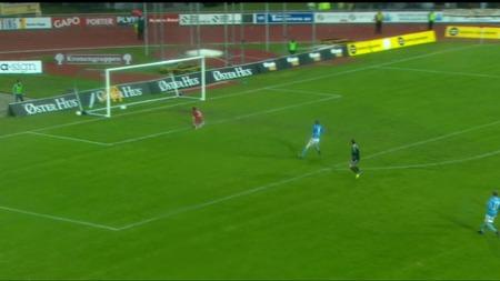 Rade Prica scorer 1-1 mot Sandnes Ulf. (Foto: TV 2)
