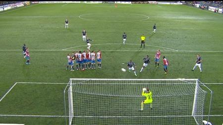 Øyvind Storflor banker inn 2-0 mot Tromsø. (Foto: TV 2)