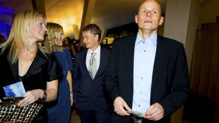 Ståle Solbakken (th) sammen med Ole Gunnar Solskjærs kone Silje, fulgt av Solskjær og Solbakkens kone Anniken, ankommer utdelingen av Gullballen 2009 i Den Norske Opera fredag kveld. (Foto: Junge, Heiko/NTB scanpix)