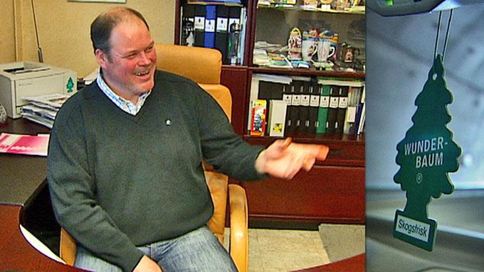 Daniel Niklasson og hans familiebedrift har gjort gode penger på duftende grantrær. (Foto: GORAN JORGANOVICH, TV 2)