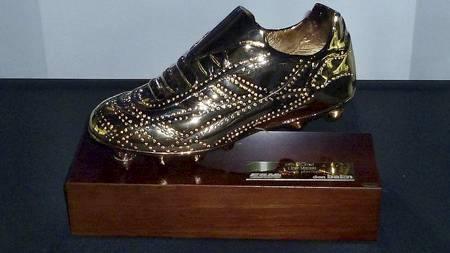 ETTERTRAKTET: Lionel Messi har nå vunnet to «gyldne sko» på rad, og denne står nå i Barcelonas museum. (Foto: Wikipedia/)