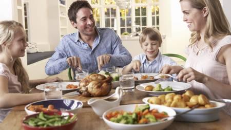 VIL GJØRE DEG SUNNERE: Sunnhet er blitt en viktig faktor for   å vinne barnefamilienes husholdningsbudsjett. Det siste nye er at Norgesgruppennå   lanserer 34 sunne produkter rettet mot barn. Også de andre kjedene satser   tungt på sunne produkter. (Foto: Illustrasjonsfoto/Colourbox/)