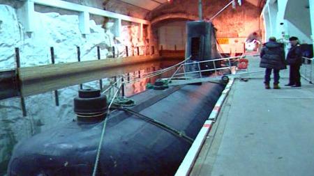 KONTROVERSIELT: Salet av ubåtbasen er kontroversielt, og har vekt sterke reaksjonar.  (Foto: TV 2)