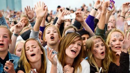 BIEBERKAOS: Plateselskapet Universal arrangerte gratiskonsert med tenåringsidolet på Operataket i mai. Det var kaotisk, og arrangørene har fått sterk kritikk i ettertid.  (Foto: Scanpix)