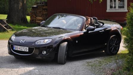 Min bedre halvdel (Hei, Katharina!) liker egentlig ikke cabrioleter - men synet av MX-5-en som ble rygget ut av oppkjøreselen og tatt med på handletur møtte meg mange ganger i løpet av uka vi hadde bilen. Var visst greit likevel?