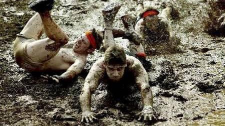 GJØRMELØP: Hinder-terrengløpet Tough Mudder har bredt om seg,   og du finner nå gjørmeløp over hele verden. (Foto: Illustrasjonsfoto/)