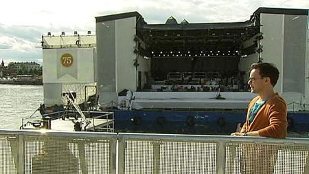 GRATISKONSERT: På denne scenen ved Operaen i Oslo skal den kanadiske superstjernen Justin Bieber holde en 30-minutters konsert onsdag kveld. (Foto: TV 2)