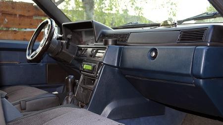 Rettlinjet eleganse preget interiøret i Volvos 700- og 900-serier. Kanskje ikke topp mote i dag, men på 80-tallet var dette det stiligste man kunne få. (Foto: Privat)