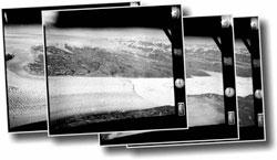 De gamle flyfotoene overlapper hverandre. Det gjør at forskerne   kan se breene i 3D når de bruker et spesielt apparat. (Foto: Nature Geoscience)