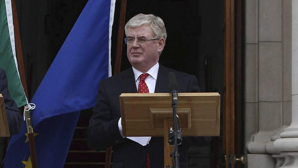 SA JA TIL SPARING: Visestatsminister Eamon Gilmore kunngjorde fredag at irene hadde stemt ja til de tøffe sparetiltakene som EU krever for eventuelle ekstralån i fremtiden. (Foto: Niall Carson/Pa Photos)